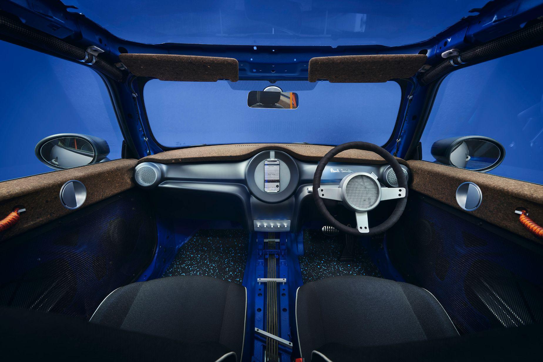 ポール・スミスとMINIが、1台限りのカスタムメイド車両【MINI STRIP】を世界初披露