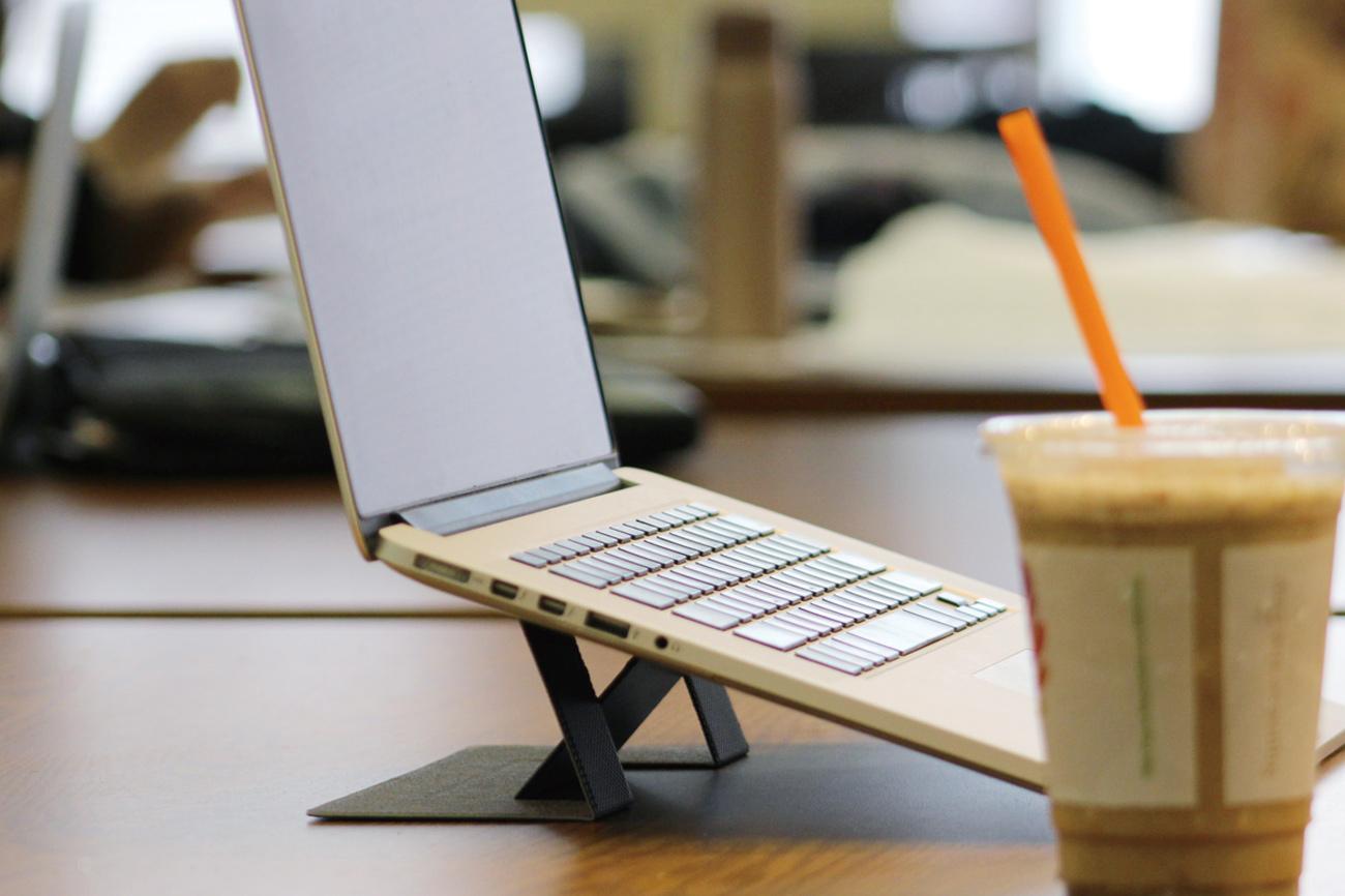 "MOFT ""PCと一体化""世界最薄クラスのノートパソコン用スタンド"