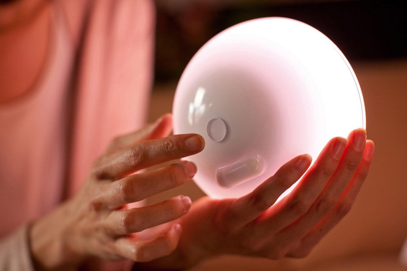 Philips Hue Go 持ち運びできる照明。ネットワーク接続で遠隔操作できるスマート照明