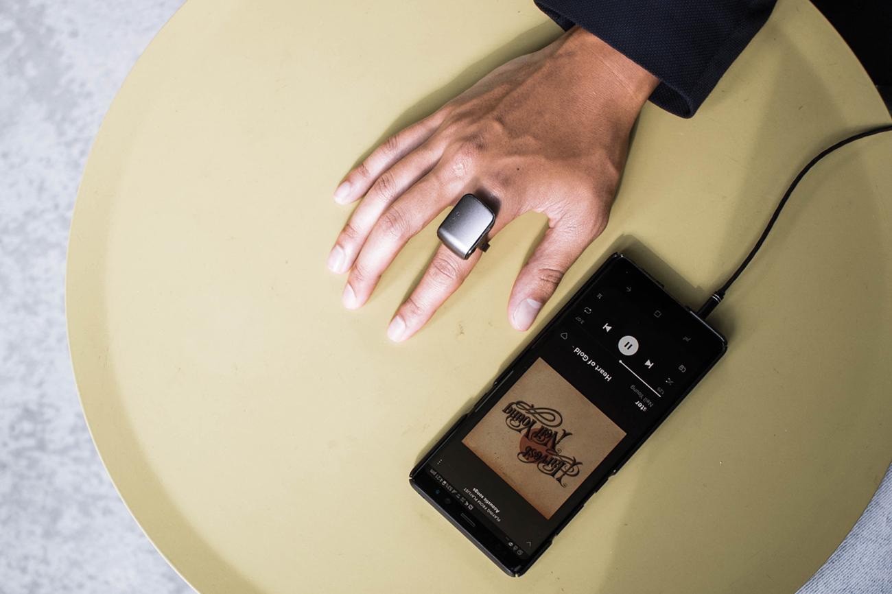 ORII あなたの指をスマホに変える、究極のボイアシスタントリング
