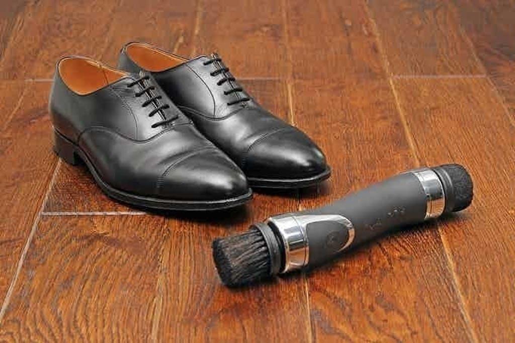 靴も大事な身だしなみ。靴磨きをもっと手軽にポータブル電動靴磨き【Equerry】
