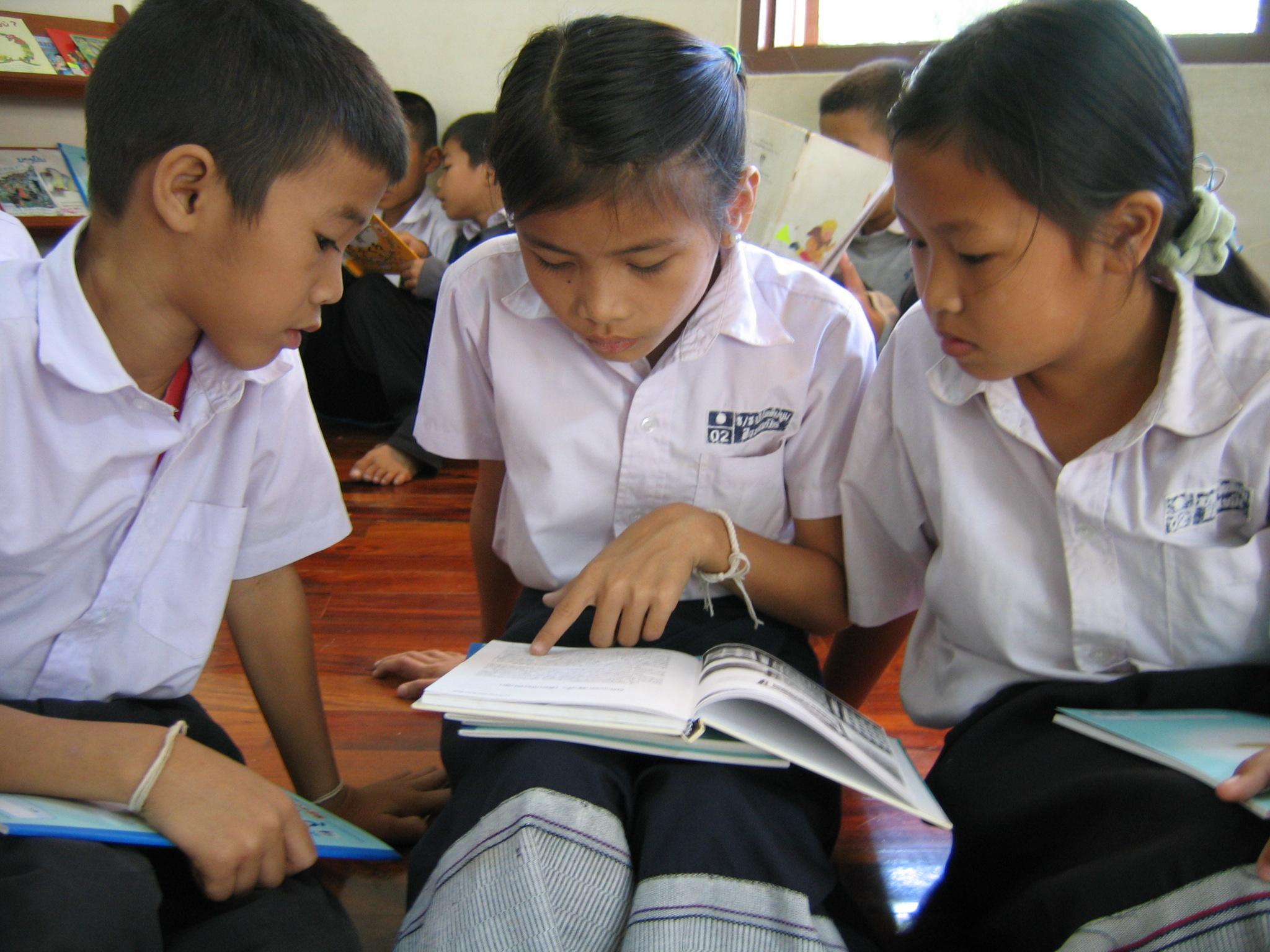 ラオスにある学校図書室12カ所へ新しい本のセットを 届けるため、書き損じ・使い残しハガキ等を募集!